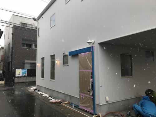 雪の中の注文住宅