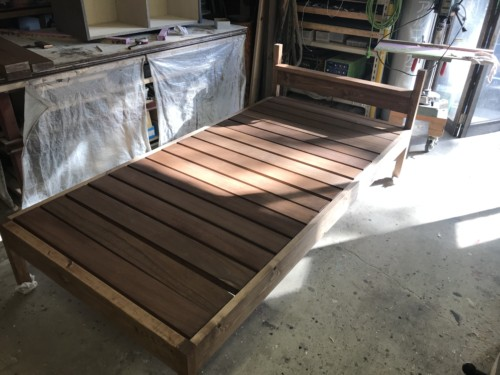 天然木の木製オーダーベッド