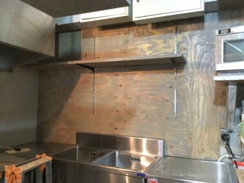 厨房内の棚