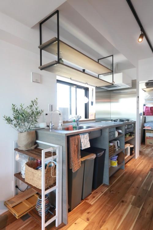 モルタルワークトップの造作キッチン