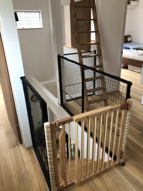 階段に柵の取付