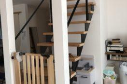 階段にネット設置