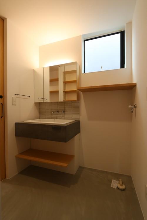 モルタルの洗面化粧台