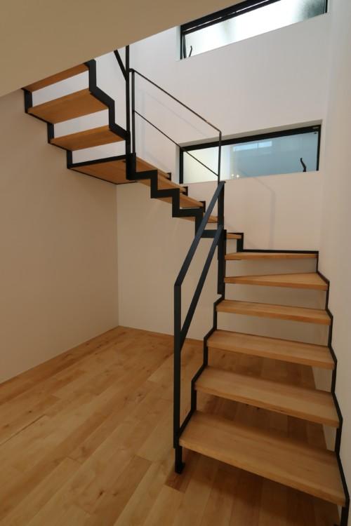 吹き抜け階段